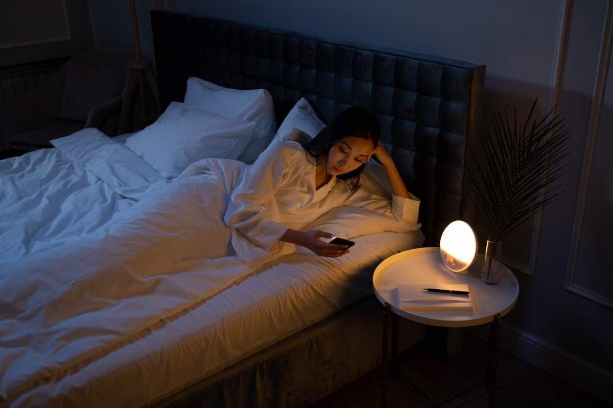 woman-waking-up-at-night